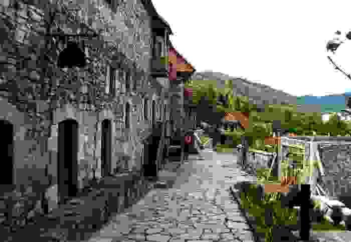Calle emblemática del pueblo de Dilijan