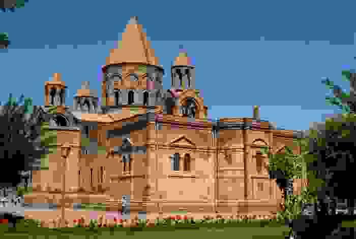 Echmiadzin, la catedral más antigua del mundo, construida entre 301 y 303 d.C en Vagharshapat
