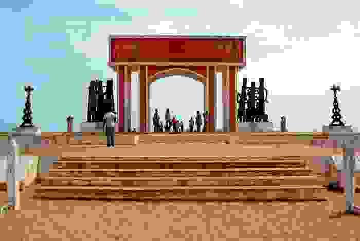 La puerta de no retorno en Ouidah, monumento a los africanos enviados como esclavos en esta playa