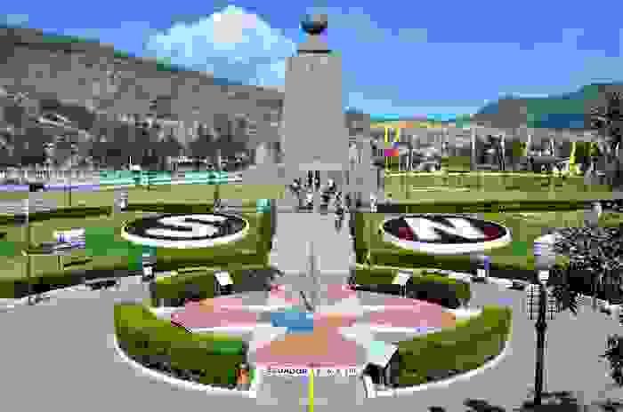 Monumento ecuatorial en la Ciudad Mitad del Mundo