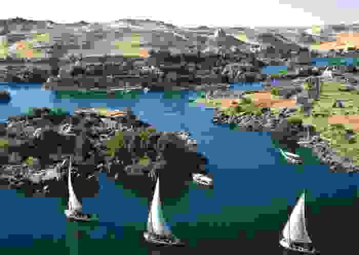 Río Nilo y en él navegando las falucas, sus veleros tradicionales