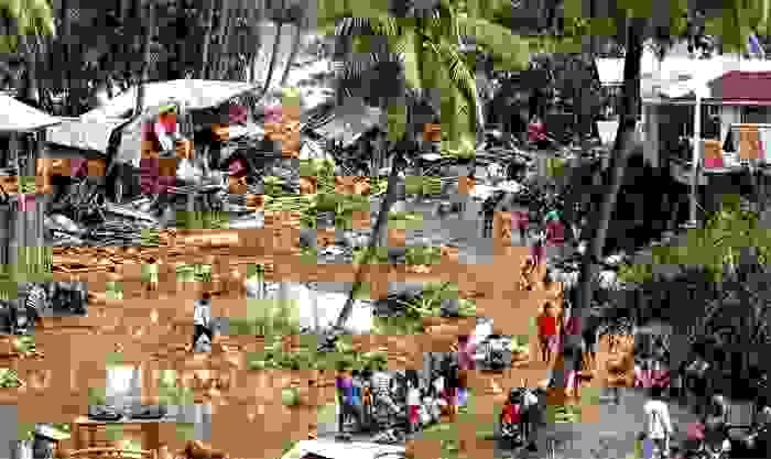 """Población destruida tras la tormenta tropical """"Washi"""", en 2011"""