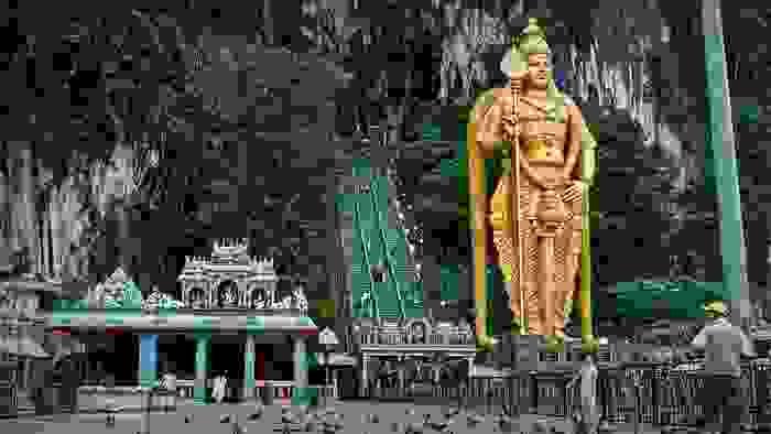 Cuevas de Batu y estatua de Karttikeya