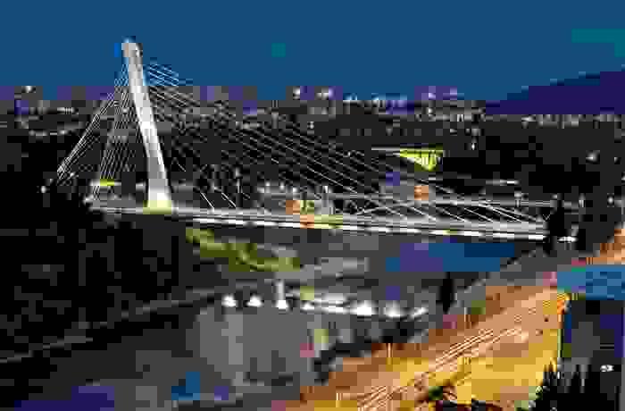 Puente Millenium en la ciudad de Podgorica