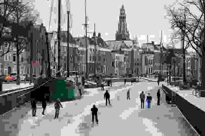 Canal congelado en Groningen