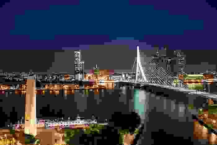 Puente Erasmus en la ciudad de Rotterdam