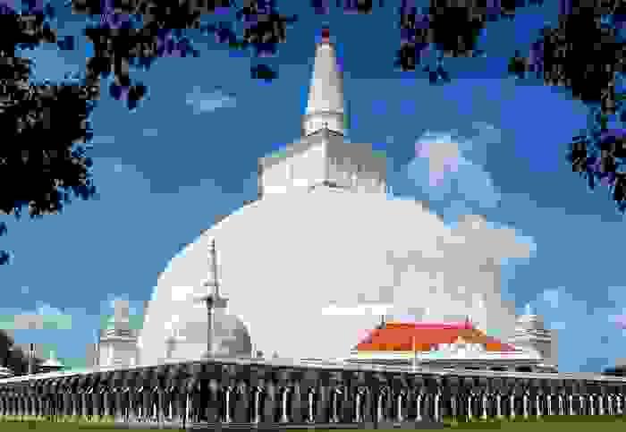 Estupa de Ruwanwelisaya, en la ciudad de Anuradhapura