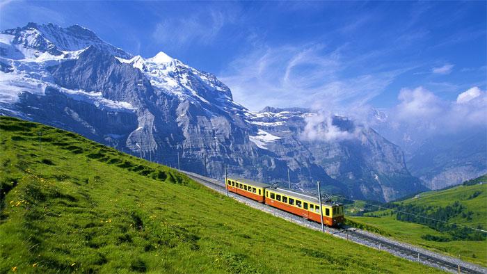 Ferrocarril suizo en Bernese-Oberland, parte más alta del cantón de Berna