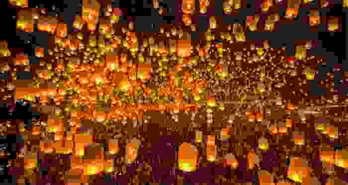 Festival de Yi Peng en homenaje a Buddha