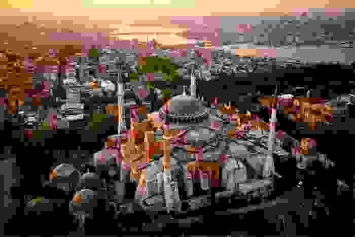 Vista de Estambul, con la Basílica de Santa Sofía en primer plano
